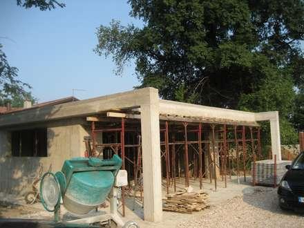 Casa Olmo: Casa unifamiliare in stile  di studio arch sara baggio