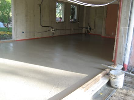 Pavimentazione in cemento : Sala da pranzo in stile In stile Country di studio arch sara baggio