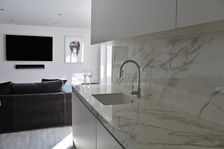 Docklands apartment: minimalistic Kitchen by Place Design Kitchens and Interiors