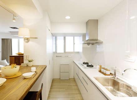 minimalistic Kitchen by 文儀室內裝修設計有限公司