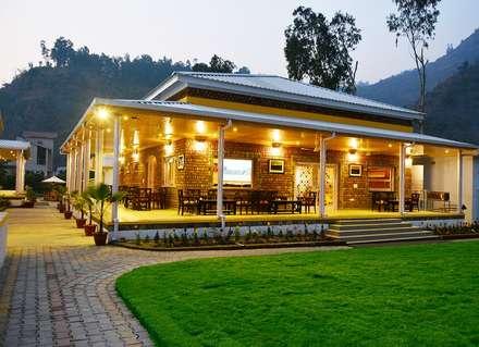 restaurant exterior:  Commercial Spaces by Studio idea