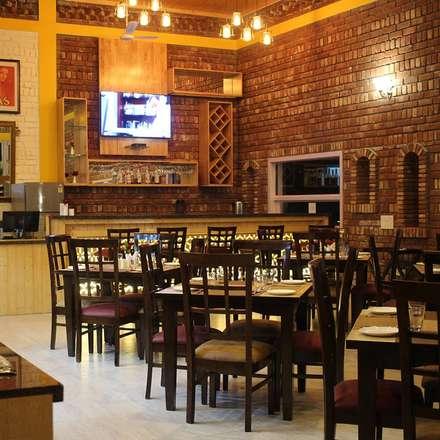 restaurant interior:  Commercial Spaces by Studio idea