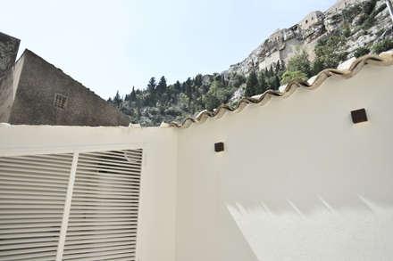 casa chebi - residenza in centro storico: Terrazza in stile  di Arch. Francesca Timperanza