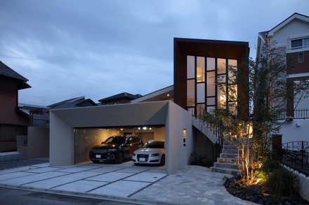 Garage prefabbricato in stile  di reisubroc architects