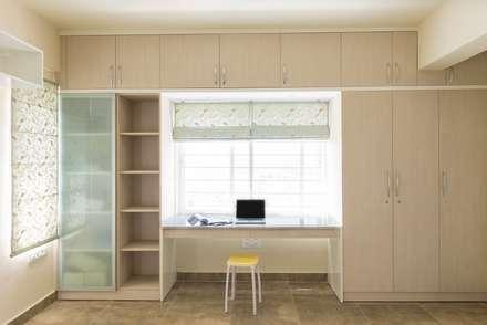 moderne Arbeitszimmer von Designasm Studio