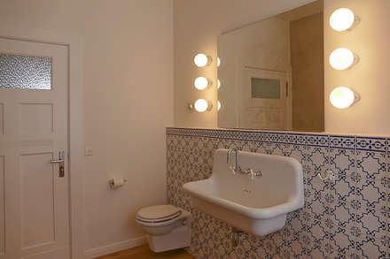 Badgestaltung: koloniale Badezimmer von Lena Klanten Architektin