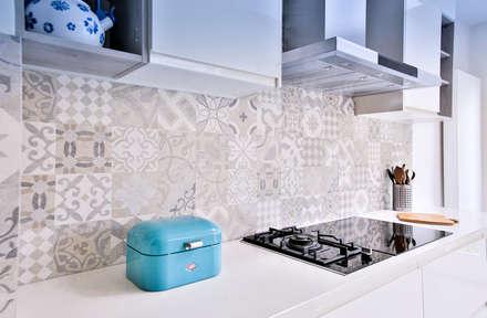 Kitchen renovation: Módulos de cocina de estilo  de Isabel Gomez Interiors