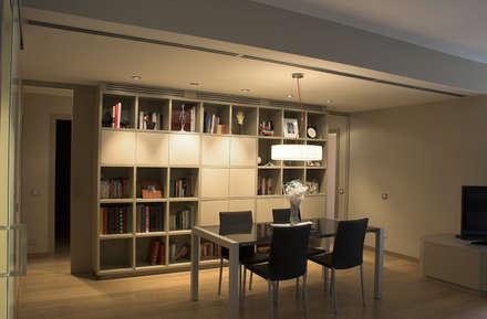 VIVIENDA CONTEMPORÁNEA Proyecto de interiorismo integral para una vivienda en Barcelona.: Comedores de estilo rural de CREAPROJECTS