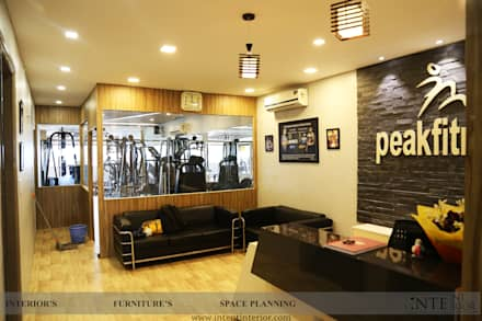 Waiting Area: modern Gym by intent interior