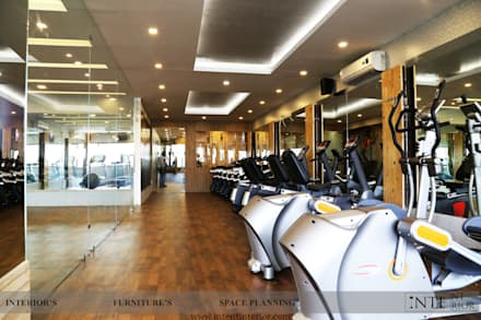 Cardio Area: modern Gym by intent interior