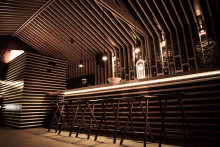 Bares y Clubs de estilo  por SUCRRE atelier
