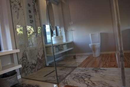Casa de Campo Lindo: Casas de banho ecléticas por SUCRRE atelier