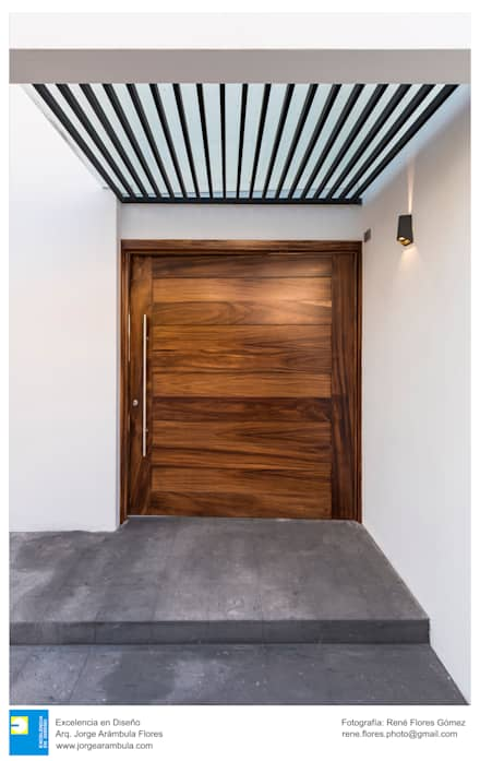 pintu depan by Excelencia en Diseño