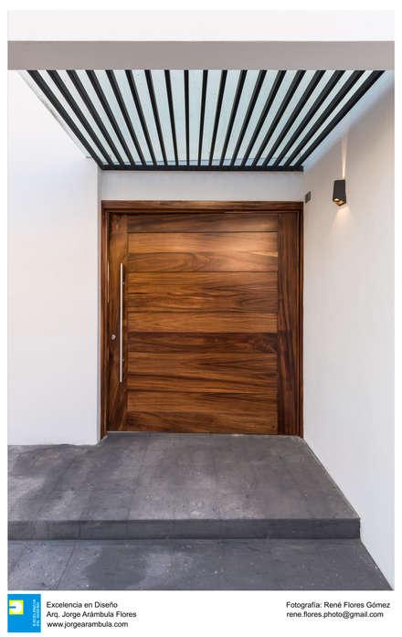 Front doors by Excelencia en Diseño