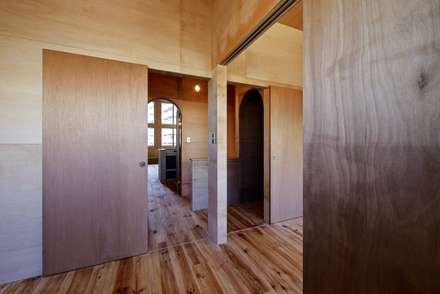 2階子供部屋: 一級建築士事務所 Coo Planningが手掛けた子供部屋です。