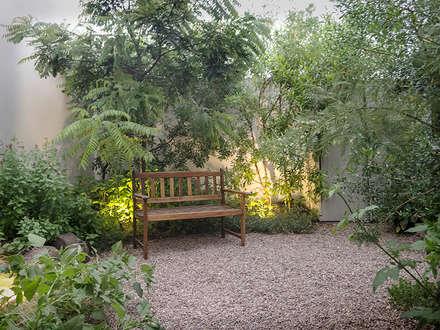 Jardines de piedra de estilo  por Hábitas