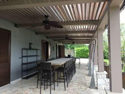 Area aperitivo: Giardino d'inverno in stile in stile Moderno di Zanzotti Design