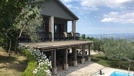 Pergola bio-climatica: Giardino d'inverno in stile in stile Classico di Zanzotti Design
