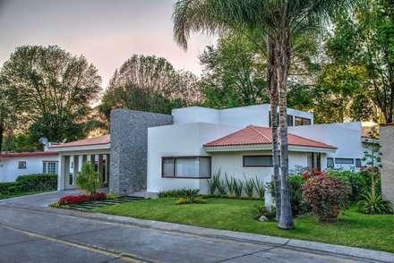 Rumah tinggal  by Stuen Arquitectos