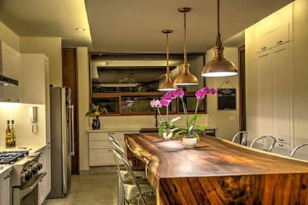 rustic Dining room by Stuen Arquitectos