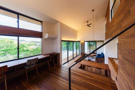 haus-agit 2ndリビング: 一級建築士事務所hausが手掛けたリビングです。