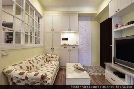 Corridor & hallway by 芸匠室內裝修設計有限公司