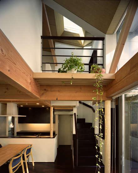 Jardines de invierno de estilo asiático por 西島正樹/プライム一級建築士事務所