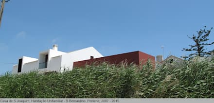 Casa de São Joaquim, São Bernardino, Peniche: Casas unifamilares  por LUISA PACHECO MARQUES ARQUITECA, SOC. UNIP. LDA
