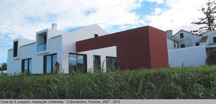 Casa de São Joaquim, São Bernardino, Peniche: Casas mediterrânicas por LUISA PACHECO MARQUES ARQUITECA, SOC. UNIP. LDA