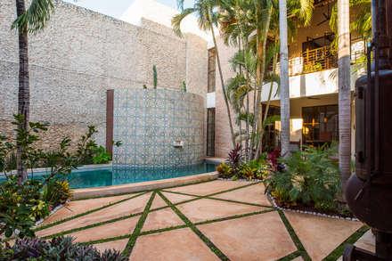 สระว่ายน้ำ by Taller Estilo Arquitectura