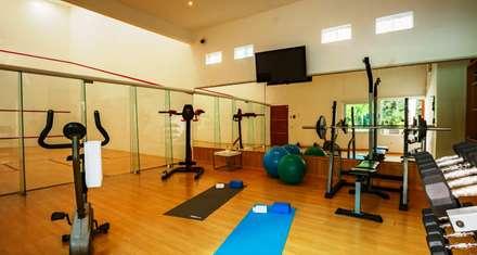 modern Gym by PINEDA ARQUITECTOS S.A DE C.V