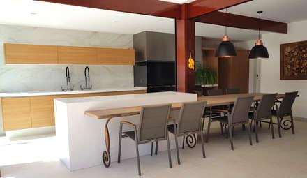 Módulos de cocina de estilo  de PAULA MARTINS ARQUITETURA, INTERIORES E DETALHAMENTO