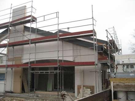 casa DaLì: Casa di legno in stile  di studio arch sara baggio