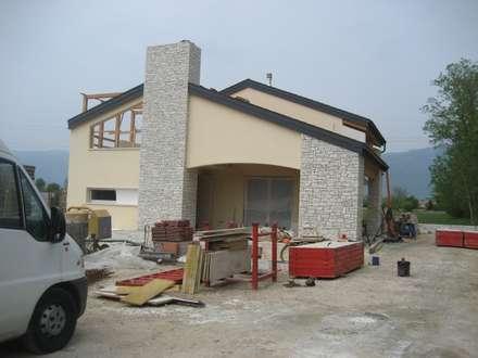 casa DaLì: Casa passiva in stile  di studio arch sara baggio