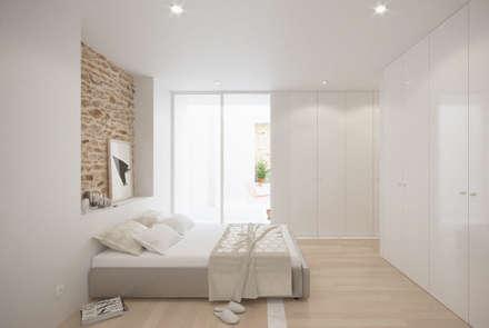 Casa das Muralhas: Quartos minimalistas por Corpo Atelier