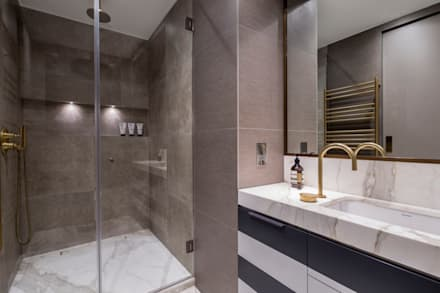 Fitzrovia Apartment - Master Bathroom: modern Bathroom by Roselind Wilson Design