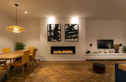 Reforma integral de vivienda en Barcelona: Salones de estilo moderno de Reformas Vicort