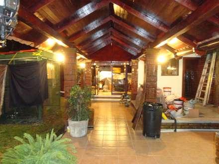 Log cabin by Proyectos y Construcciones ROHCarq, S.A.S. de C.V.