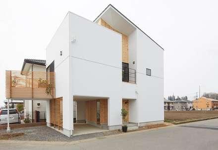 Casa di legno in stile  di 建築設計事務所RENGE