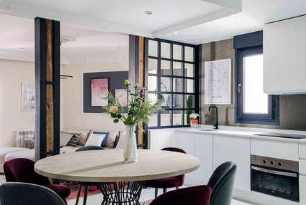 Mesa de cocina: Cocinas de estilo ecléctico de Rez estudio
