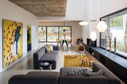 REANIMATION - Wohnzimmer: industriale Wohnzimmer von SEHW Architektur GmbH