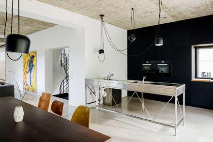 REANIMATION - Küche: industriale Küche von SEHW Architektur GmbH