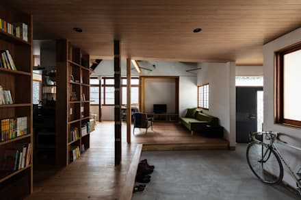 Corridor and hallway by エイチ・アンド一級建築士事務所 H& Architects & Associates