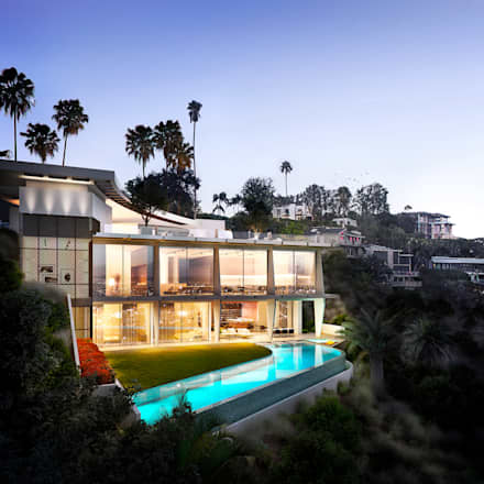 Beverly Crest:  Detached home by NoTriangle Studio