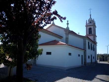 Sacristia: Pavimentos  por João Oliveira, arquitecto