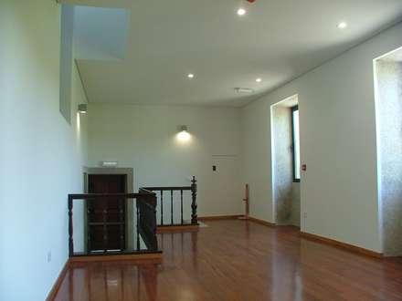 Sala de reunião: Pavimentos  por João Oliveira, arquitecto