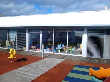 Salas de Jardim de Infância: Pavimentos  por João Oliveira, arquitecto