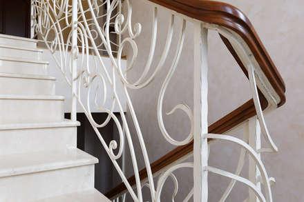 «Солнечная Резиденция», Дом в Румболово, 260 м.кв.: Лестницы в . Автор – Дизайн элитного жилья | Студия Дизайн-Холл