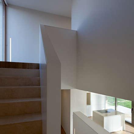 Proyecto de vivienda unifamiliar aislada CASA SANTA BARBARA 49. Valencia: Escaleras de estilo  de Mano de santo - Equipo de Arquitectura