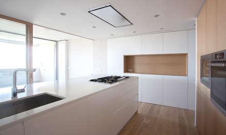 casa HC | Valencia, Spain: Cocinas de estilo minimalista de estudio calma